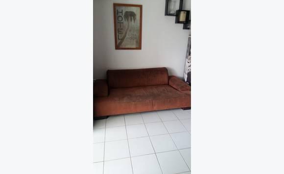 Canap nubuck marron 3 places annonce meubles et for Canape nubuck marron